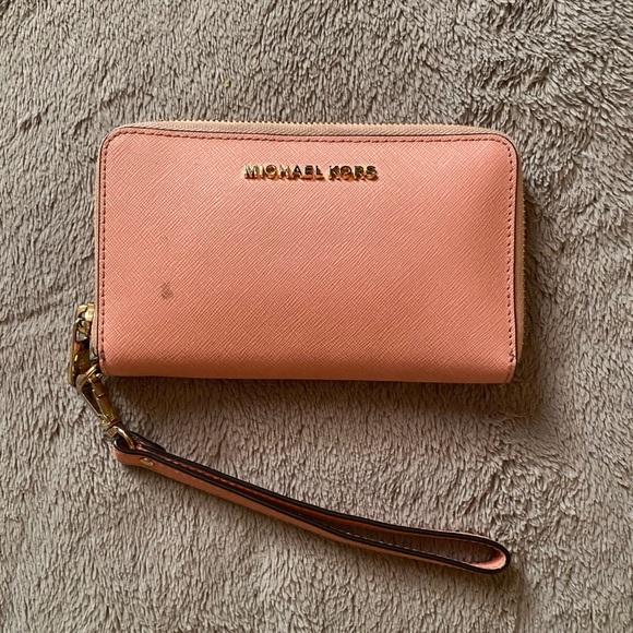 michael kors light pink wristlet/wallet